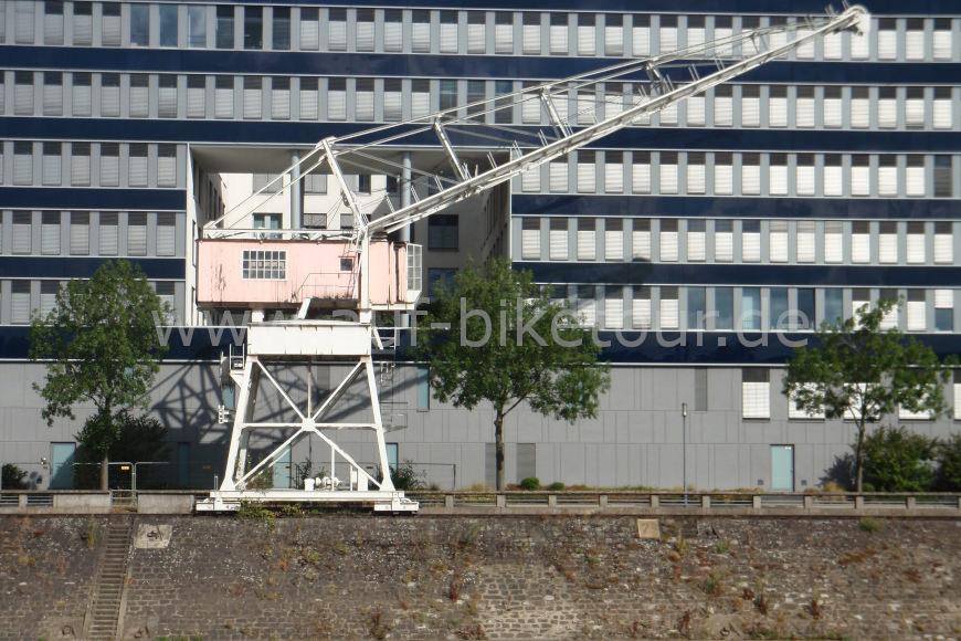 Kran im Innenhafen in Duisburg